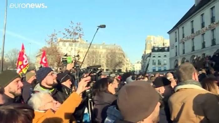News video: Fiedeln und tanzen gegen die Rentenreform