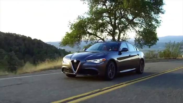 """News video: Alfa Romeo Giulia zum vierten Mal in Folge zum """"Klassiker der Zukunft"""" gewählt"""