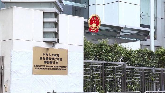 Video: China tauscht höchsten Vertreter in Hongkong aus