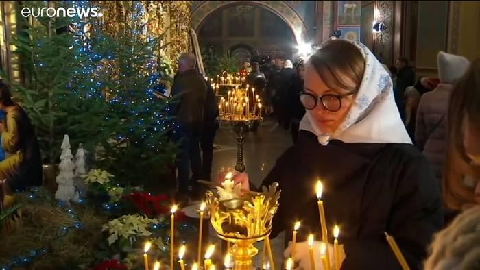 Video: Orthodoxe Weihnachten am 7.1. - Putin feiert in St. Petersburg