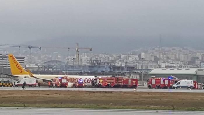 Video: Pegasus Boeing kommt in Istanbul von Landebahn ab!