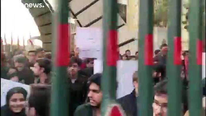 Video: Nach Flugzeugabschuss: Neue Proteste in Teheran