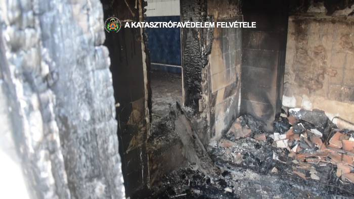 Video: Feuer in Mehrfamilienhaus: Zwei Tote!