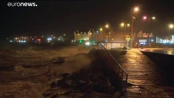 News video: 130 km/h-Böen: Sturm Brendan trifft auf Irland und Großbritannien