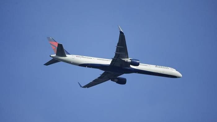 News video: Flugzeug lässt Kerosin ab: Dutzende Schüler verletzt