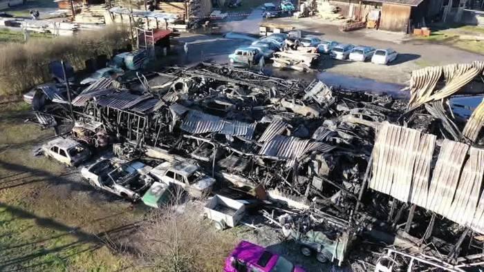 Video: Brand zerstört Oldtimer und richtet Millionenschaden an