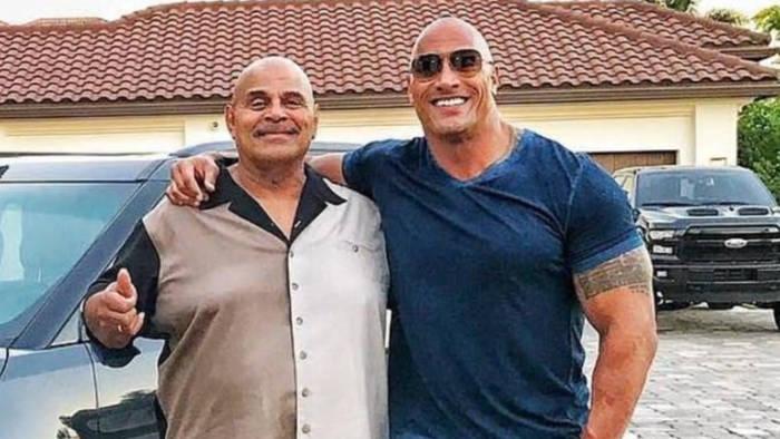 Video: Wrestler Rocky Johnson ist tot: Dwayne Johnson trauert um seinen Vater