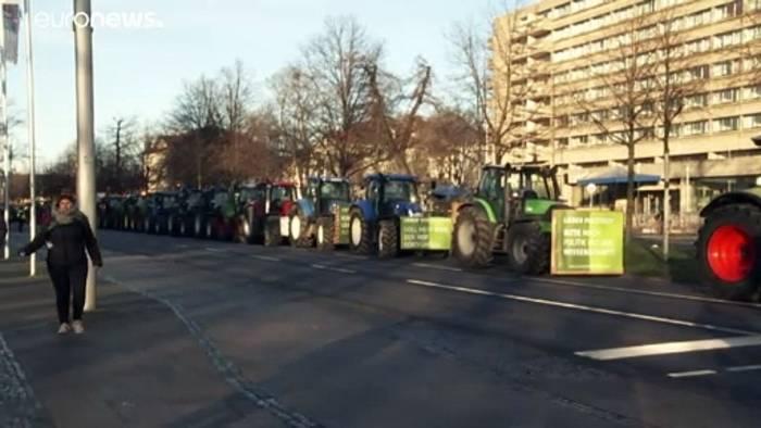 News video: Bauernprotest: Unzählige Traktoren in mehreren deutschen Städten