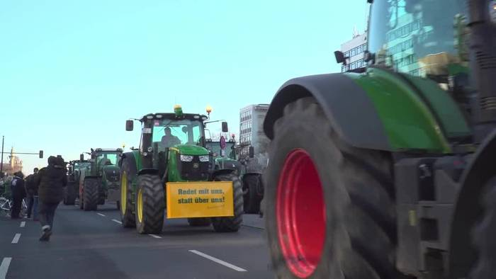 News video: Traktoren-Konvois zum Start der Grünen Woche