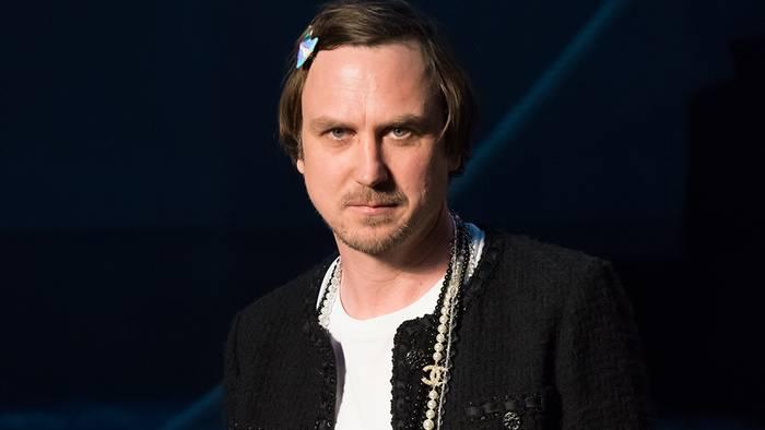 News video: Geschmacklose Aktion: Lars Eidinger nutzt Obdachlose für Luxus-PR-Aktion