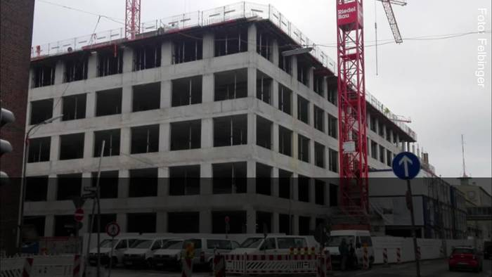 News video: Zeugenaufruf: Bauarbeiter finden schwer verletzten Mann auf Apple-Baustelle - Polizei rätselt