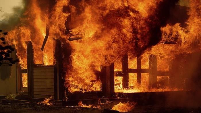 News video: Feuer in Australien: Drei Tote beim Absturz eines Löschflugzeugs