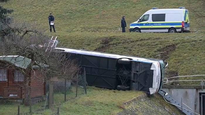 Video: Zwei Kinder sind tot: Schulbusunfall in Thüringen