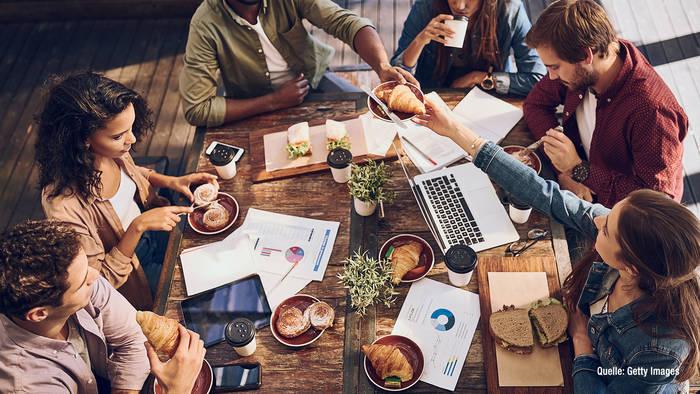News video: Mittagspause mit Kunden oder Kollegen? DAS solltet ihr beachten!