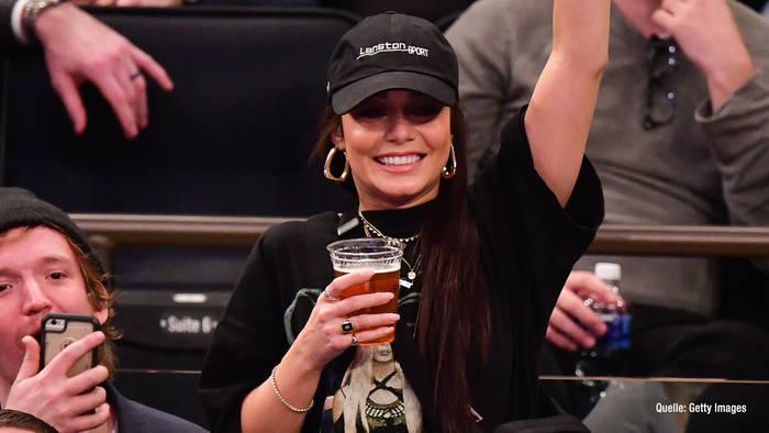 Video: Vanessa Hudgens feuert NBA-Star an & lässt sich tätowieren