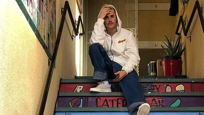 News video: Justin Bieber bricht bei Interview in Tränen aus und überrascht mit düsterer Todesaussage