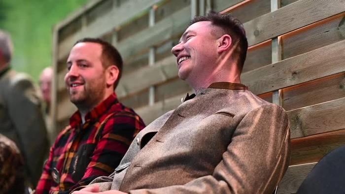 News video: Skurriler Wettkampf der Hirschrufer in Dortmund
