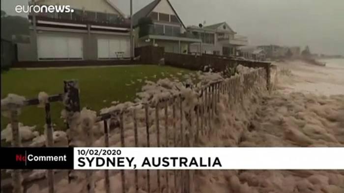 Video: Sintflutartige Regenfälle setzen Sydney unter Wasser