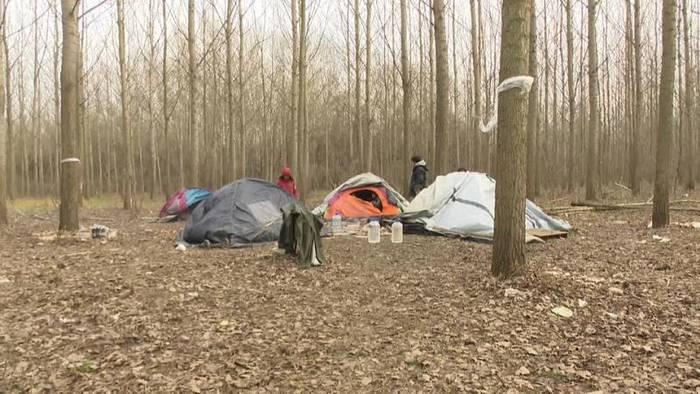 Video: Serbien: Flüchtlinge an der Grenze zur EU