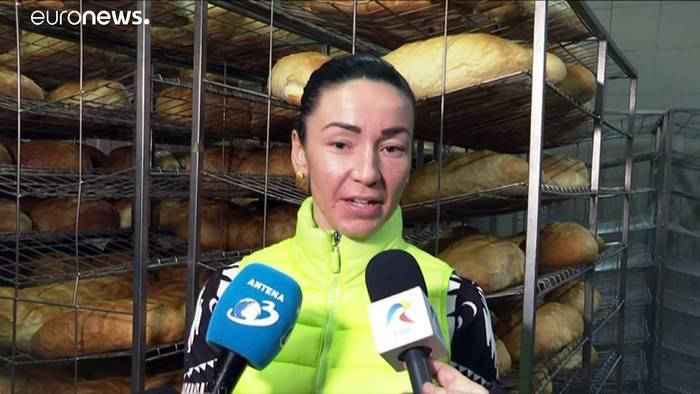 Video: Rumänien: Bäckerei stellt Sri-Lanker ein, Anwohner starten Protest-Petition