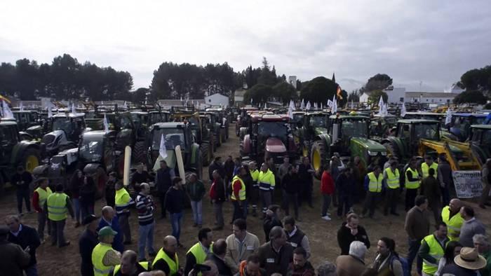 News video: Traktoren verstopfen die Autobahn