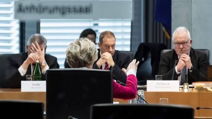 Video: Bundeswehr-Berateraffäre: Von der Leyen räumt Fehler ein