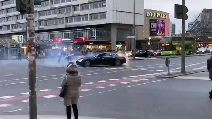 News video: Hochzeitskorso: Berliner Polizei sucht Maserati nach gefährlichem Manöver