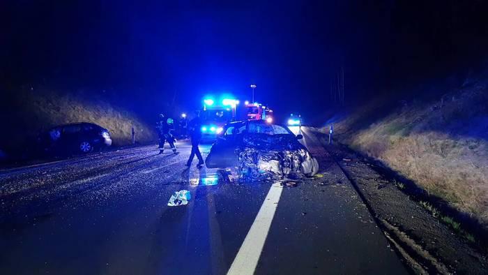 News video: zwei Schwerverletzte bei Frontalcrash in Bergneustadt (NRW)!
