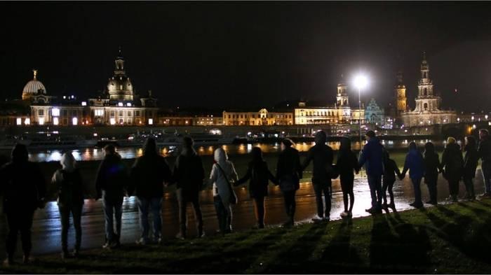 News video: 11.000 Teilnehmer bilden Menschenkette in Gedenken an die Kriegsopfer