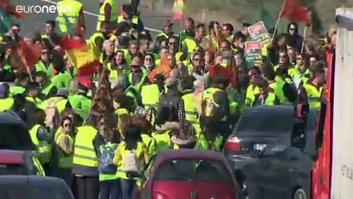 News video: Proteste in 2 Regionen: Spanische Landwirte legen Verkehr lahm