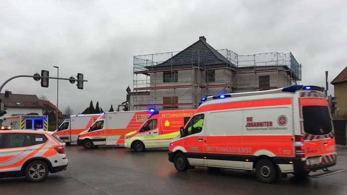News video: Auto fährt in Nordhessen in Karnevalsumzug  - 30 Verletzte