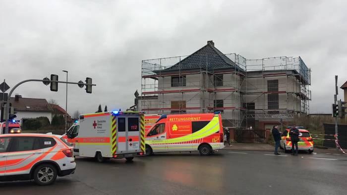 News video: Hessen: Auto fährt in Karnevalsumzug - Mehrere Verletzte