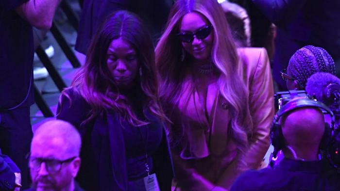 News video: Beyoncé und Alicia Keys: Bewegender Abschied von Kobe Bryant