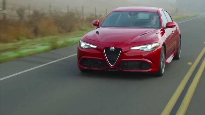 "News video: Alfa Romeo Giulia Quadrifoglio in Großbritannien erneut zum ""Performance Car of the Year"