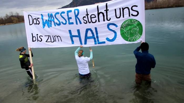 News video: Fridays for Future: Protest im eiskalten See