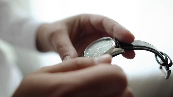 Video: Wie sich die Zeitumstellung auf unsere Gesundheit auswirkt