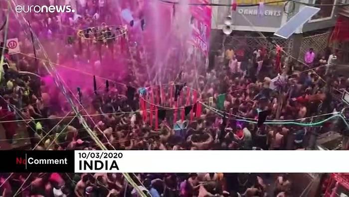 Video: Keine Angst vor Corona: Indien tanzt beim Frühlingsfest