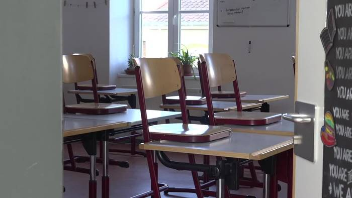 News video: Fast überall schließen Schulen - Bundesliga pausiert