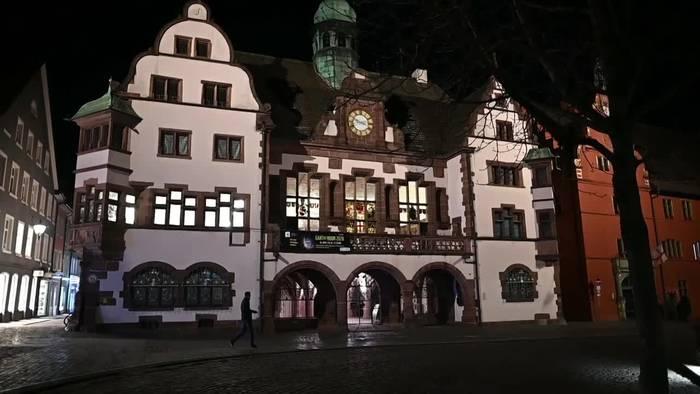 Video: Coronakrise: Freiburg erlässt Ausgangssperre für Gruppen