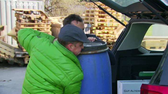 News video: Hochprozentige Hilfe: In Lustenau wird aus Schnaps Desinfektionsmittel