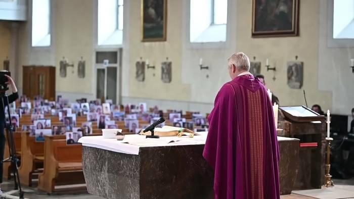 News video: Gottesdienst mit gefüllten Kirchenbänken - trotz Corona