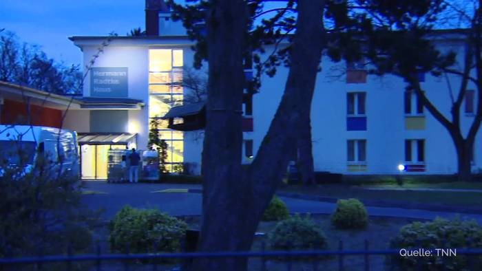 Video: Corona-Fälle in Berliner Pflegeheim: 16 Bewohner betroffen
