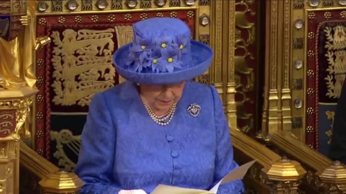 News video: Queen mit zutiefst persönlicher Botschaft ans Volk heute im TV!