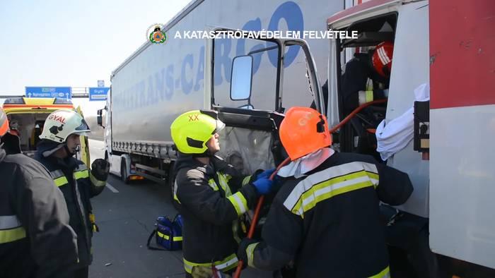 Video: LKW-Fahrer eingeklemmt! Dramatische Rettungsaktion auf Budapester Autobahn