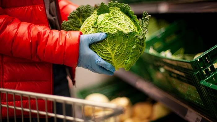 Video: Warum ihr im Supermarkt keine Handschuhe tragen solltet