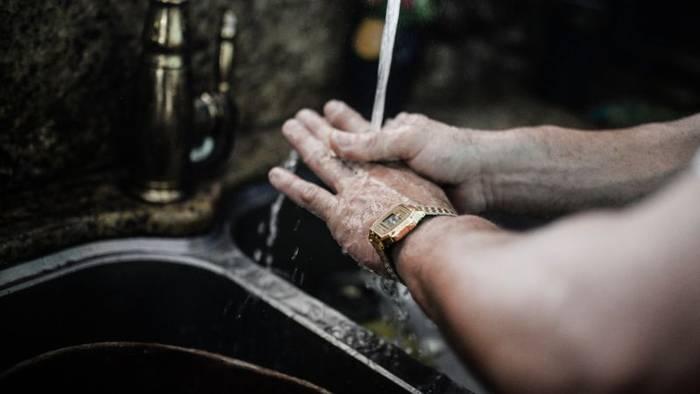 Video: Ungewaschene Hände: Männer sind Schmutzfinken und eine Studie liefert den Beweis