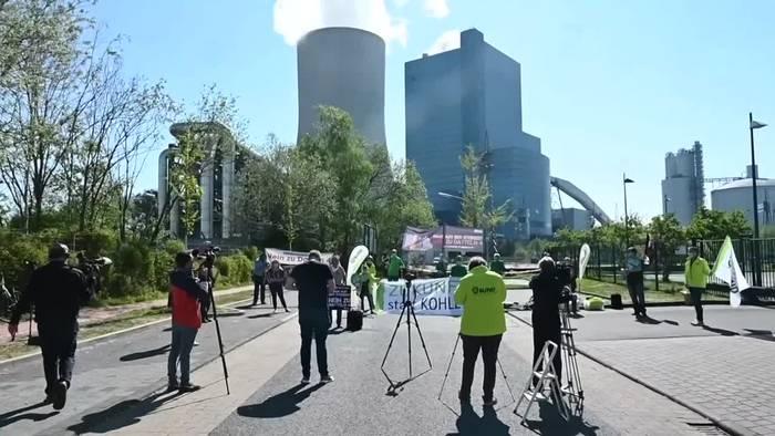 Video: Trotz Corona: Mahnwache am Steinkohlekraftwerk Datteln 4