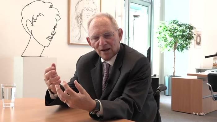 Video: Laschet verteidigt Schäuble in Debatte über Schutz von Leben