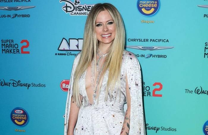Video: Avril Lavigne: Unterstützung für Justin Bieber
