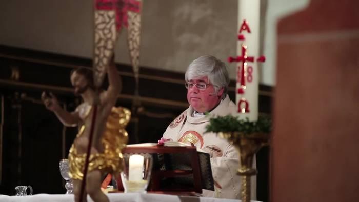 News video: Gottesdienst mit Mundschutz und Mindestabstand
